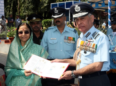 The President, Smt. Pratibha Devisingh Patil unveiling the special cover during the Standard and Colours presentation ceremony, organized at Air Force Technical College, Jalahalli, in Bangalore on November 12, 2008.  The Chief of Air Staff, Air Chief Marshal Fali Major is also seen.